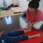 捻挫を繰り返す子どもは関節が不安定なことが多い。